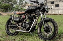 Brat-bob on a Royal Enfield Classic 350 by GRID7 Customs Trissur Kerala Featured Photography