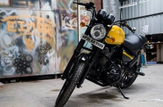 modified_royal_enfield_thunderbird_black_yellow_paint
