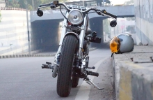1 Bulleteer Customs Royal Enfield Old School Modification