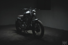Custom_motorcycles_Royal_enfield_bobber_in_kerala.jpg