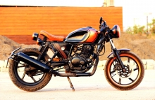 Modified Bajaj Pulsar Old-School Cafe Racer 200cc