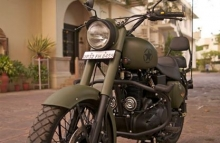 military_green_royal_enfield_bullet_by_Rajputana_custom_motorcycle_front