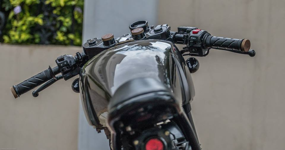 Royal_Enfield_Classic_500cc_Modified_Cafe_Racer_photography