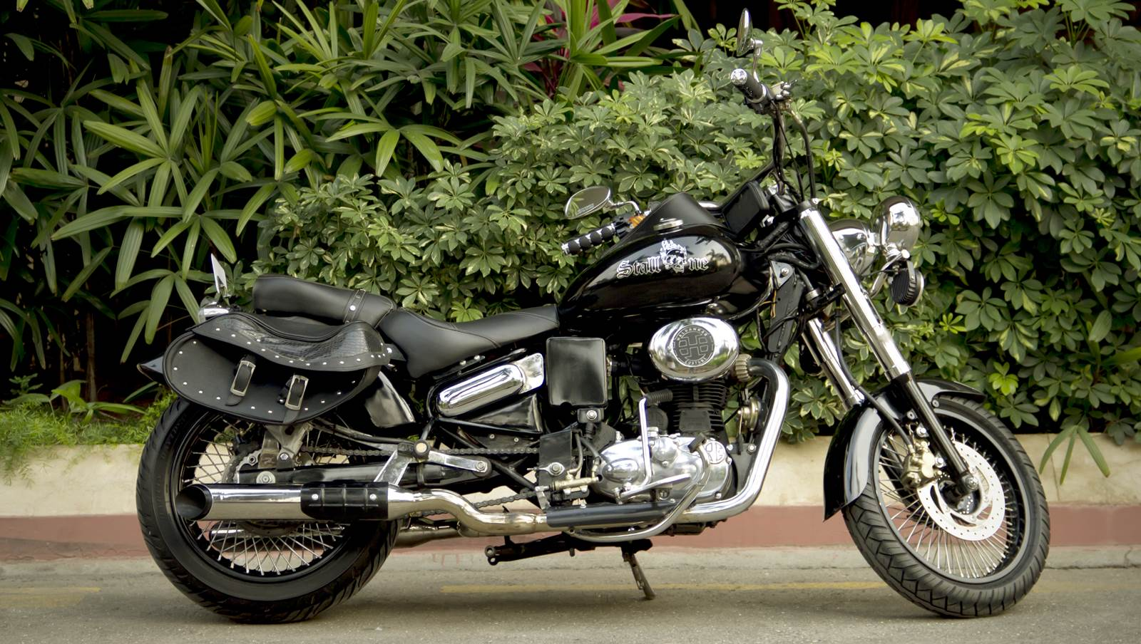 stallone royal enfield classic 500 cruiser by haldankar customs. Black Bedroom Furniture Sets. Home Design Ideas