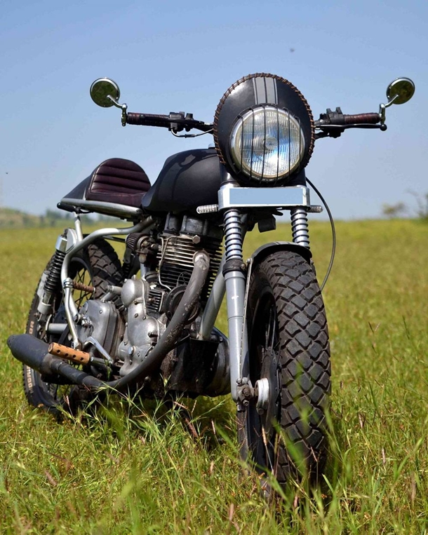 Art_on_Vehicles_Customs_royal_Enfield_cafe_racer_