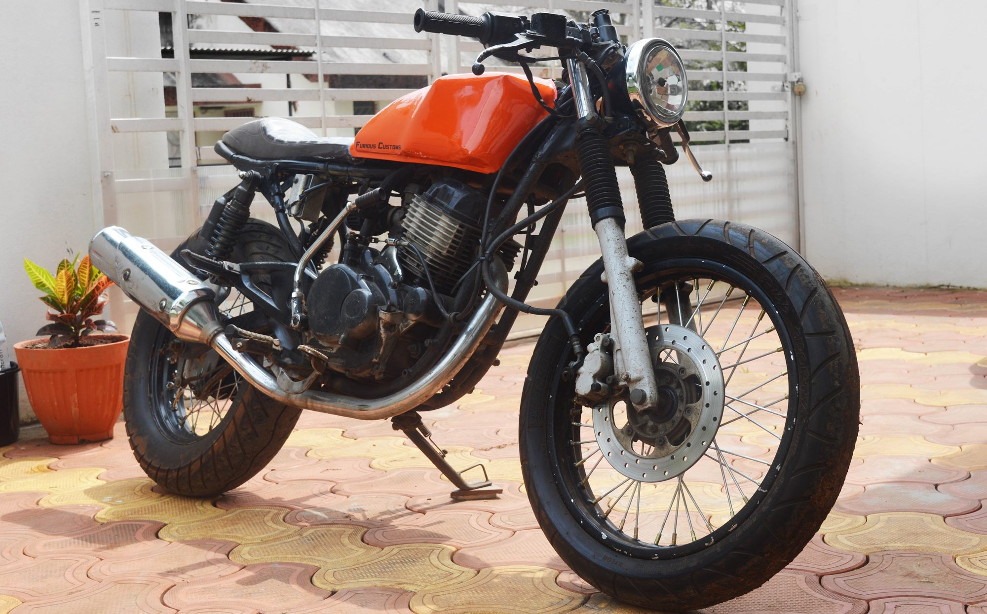 bajaj-pulsar-150-cafe-racer-modification-by-furious-customs-maharashtra